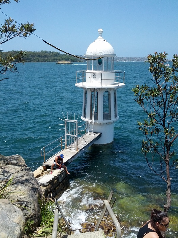 Cremorne Point - Robertsons Point Lighthouse
