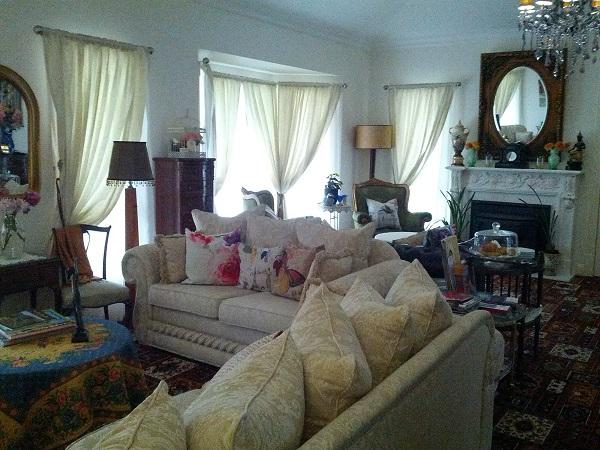 Katoomba Manor - lounge room